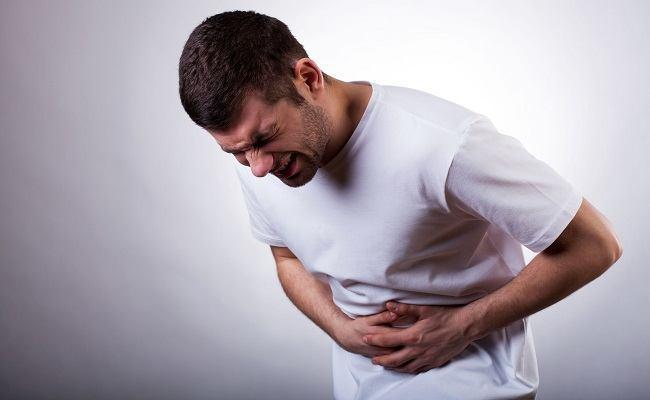 hombre dolor abdominal