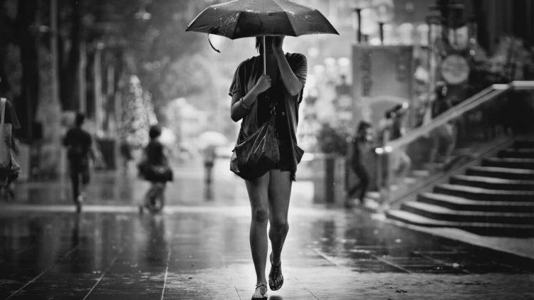 chica paraguas