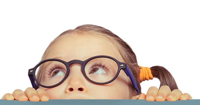 niña gafas
